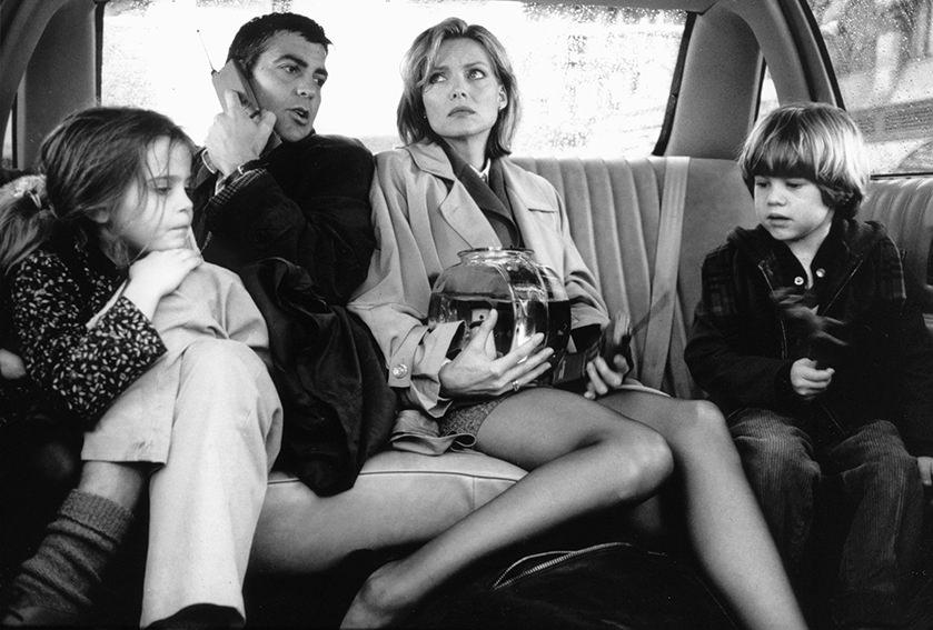 """George Clooney und Michelle Pfeiffer als Workaholics in """"Tage wie dieser"""" / © picture-alliance / KPA Honorar und Belege"""