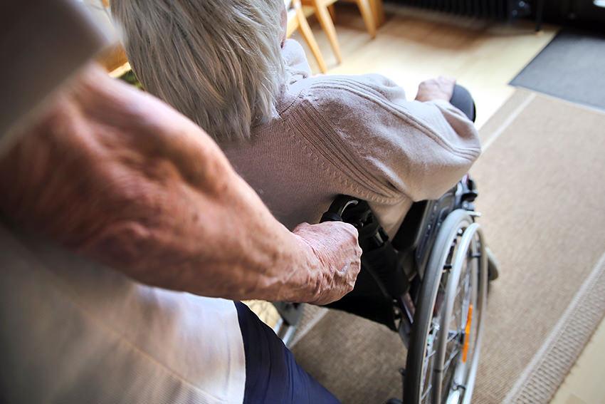 Pflege zu Hause organisieren – Tipps für die ersten Schritte