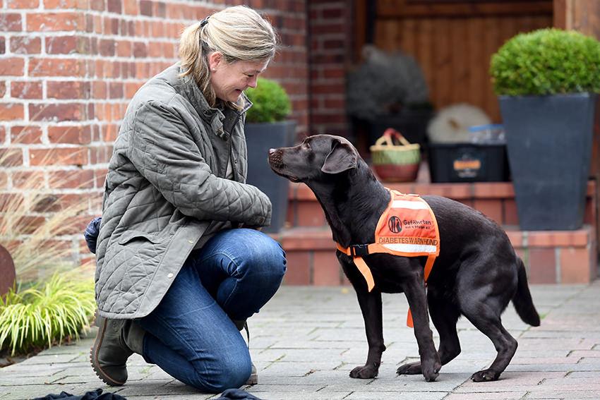 Lilith riecht die Gefahr – Wie Hunde bei Diabetes helfen können