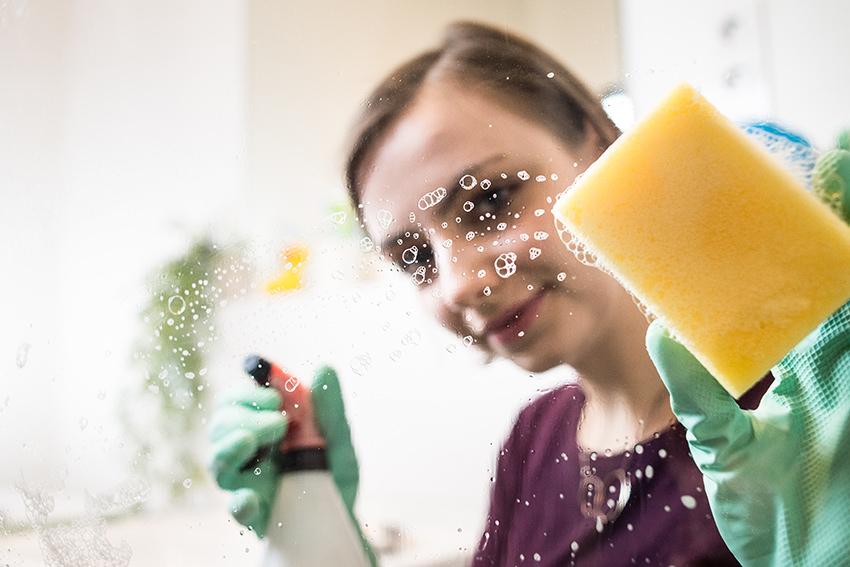 Weniger ist mehr: Was Allergiker beim Putzen beachten sollten