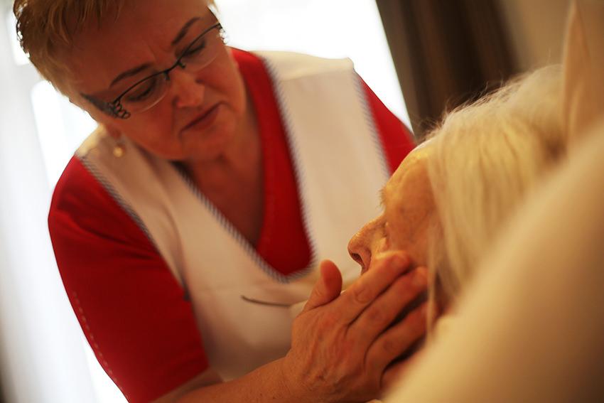 Fingertest und Hautpflege gegen Wundgeschwüre